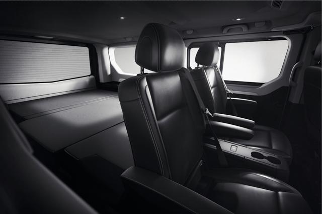 renault pr sente trafic spaceclass escapade ainsi que sa gamme de camping cars au salon du. Black Bedroom Furniture Sets. Home Design Ideas